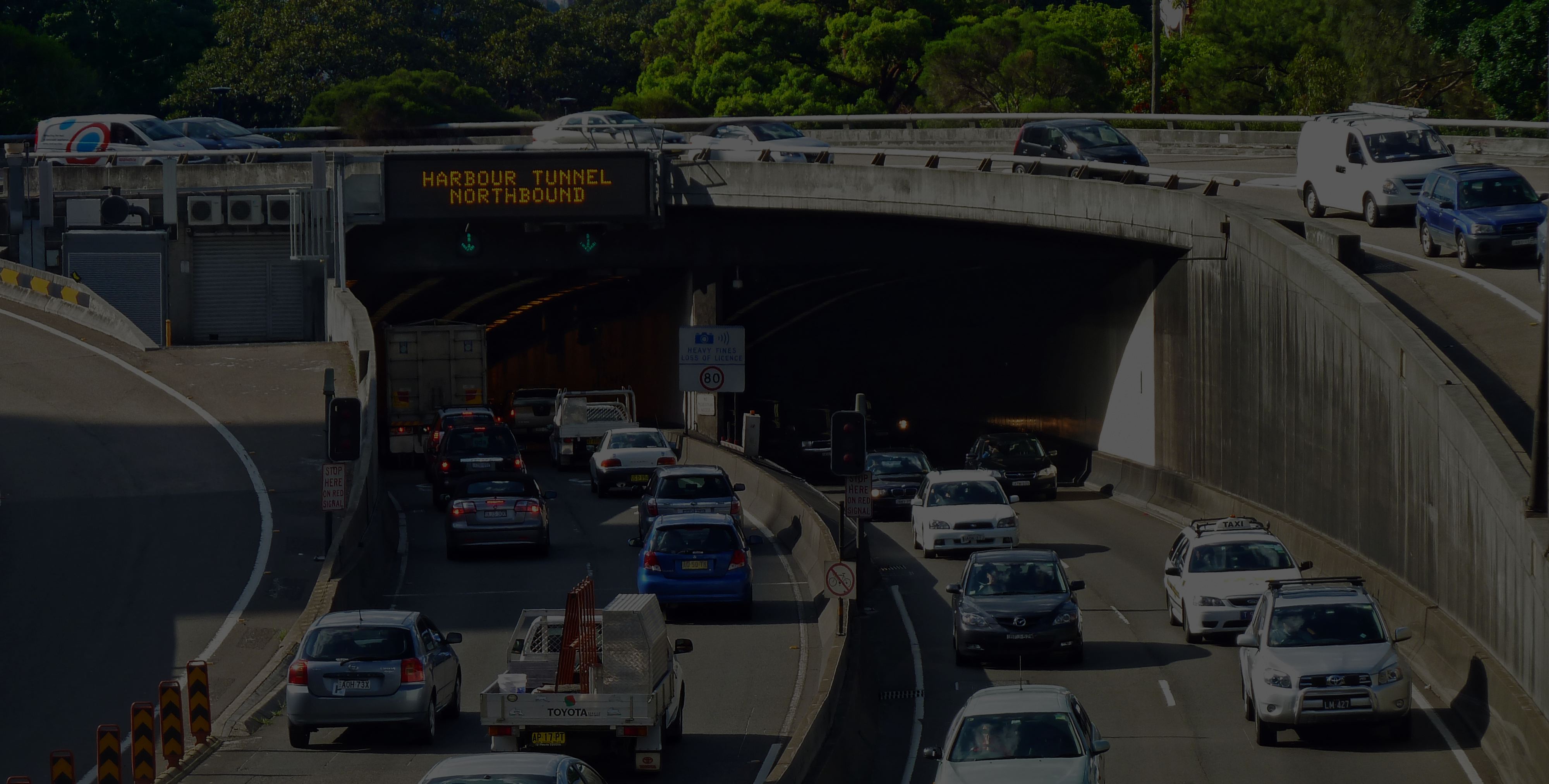 Cahill_Expressway_and_Sydney_Harbour_Tunnel_from_Conservatorium_Road_Sydney_New_South_Wales_2011-03-23_041